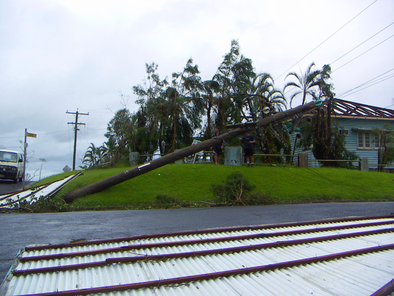 cyclone larry Almost 90 years later, innisfail copped it again when severe tropical cyclone larry crossed the far north queensland coast as a category four system  abc news quiz.